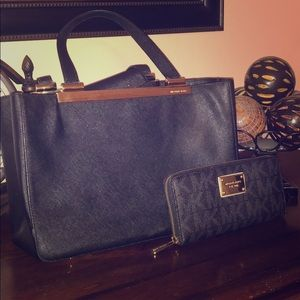 AUTHENTIC MICHAEL KORS PURSE AND WALLET!!!!